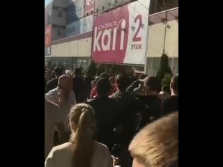 В Краснодаре толпа фанатов буквально сошла с ума встречая Хабиба