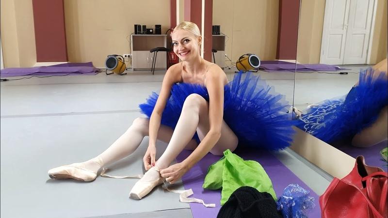 Ballerina Victoria. Dance technique training in pointe shoes.
