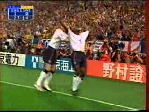 Sol Campbell scores for England v Sweden