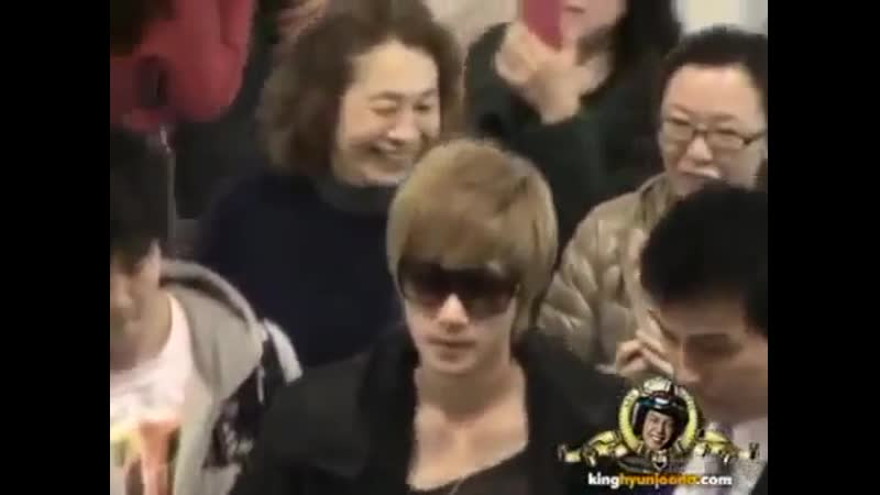 2011.11.08 Kim Hyun Joong @ Gimpo airport ~ departing for Japan