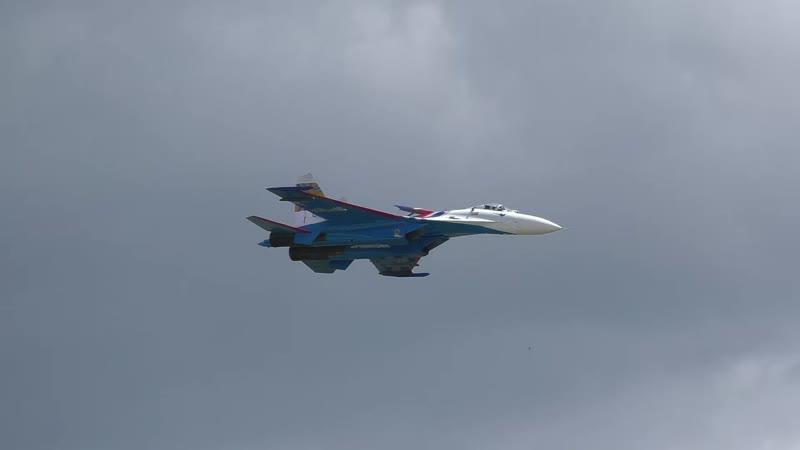 """Фигура высшего пилотажа """"Колокол"""" на Су-27 """"Русские Витязи"""""""