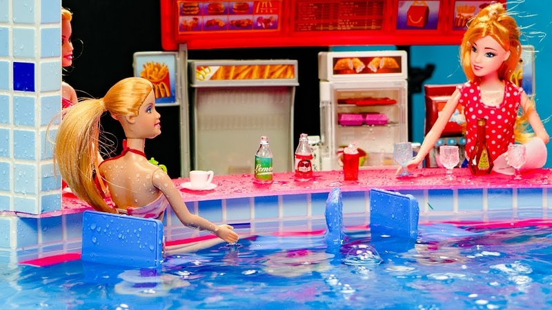 Miniature swimming pool DIY ~ Water fun Barbie Elsa and Anna dolls pool party