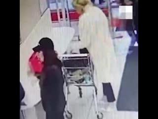 В Кировском на ЖБИ женщина умыкнула забытый чужой кошелек