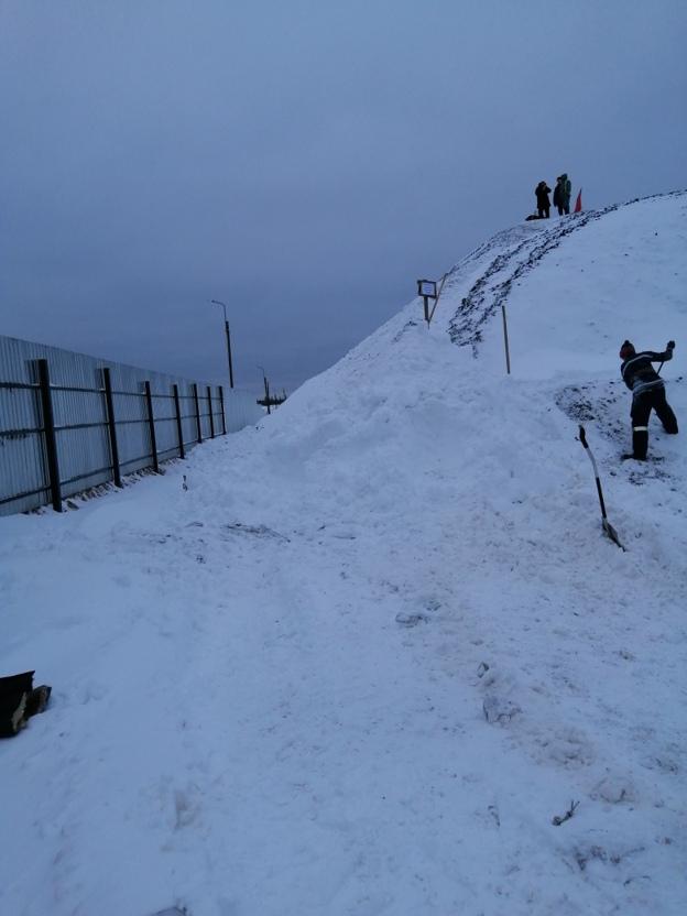 Гора щебня, на которой располагается пост наблюдения активистов за стройкой «Станция»