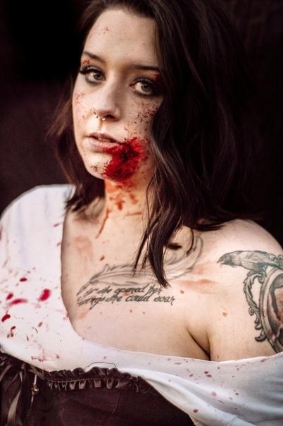 Американский фотограф устроила зомби-фотосессию с маленькими дочерьми к Хэллоуину После публикаций фото девушка получила сотни гневних сообщений с пожеланиями «гореть в аду» и «сдохнуть во