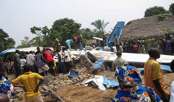 Полет с крокодилом. Провинция Бандунду (Демократическая Республика Конго), 25 августа 2010 года. Маленький самолетик Let L-410 Turbolet, принадлежавший конголезской авиакомпании Filair, взмыл в