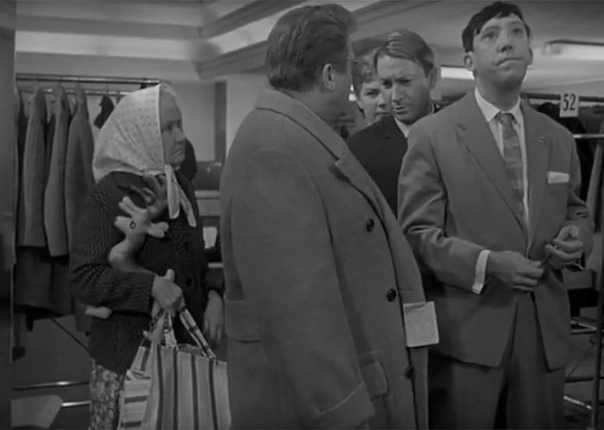 """Этот снимок - один из рабочих моментов съёмок кинокартины """"Дайте жалобную книгу"""" - фильма, в котором Эльдар Рязанов использовал гайдаевскую троицу Труса, Балбеса и Бывалого"""