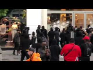Looting and rioting on a grand scale has now started in #Brussels #Belgium after todays #BlackLivesMatter