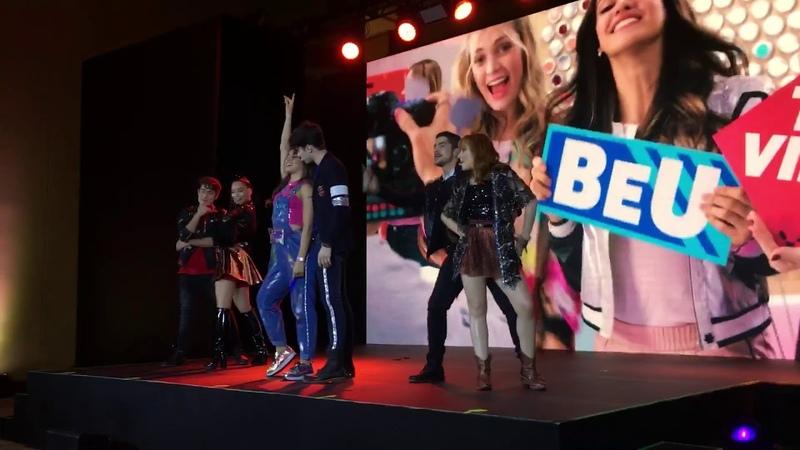 Disney Bia En Vivo Brasil Así Yo Soy Elenco Saludando