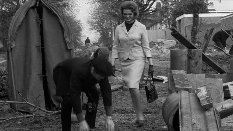 Из фильма Hard Day's Night Ringo Is A Gentleman Джентельмен всегда проводит даму если боится идти один