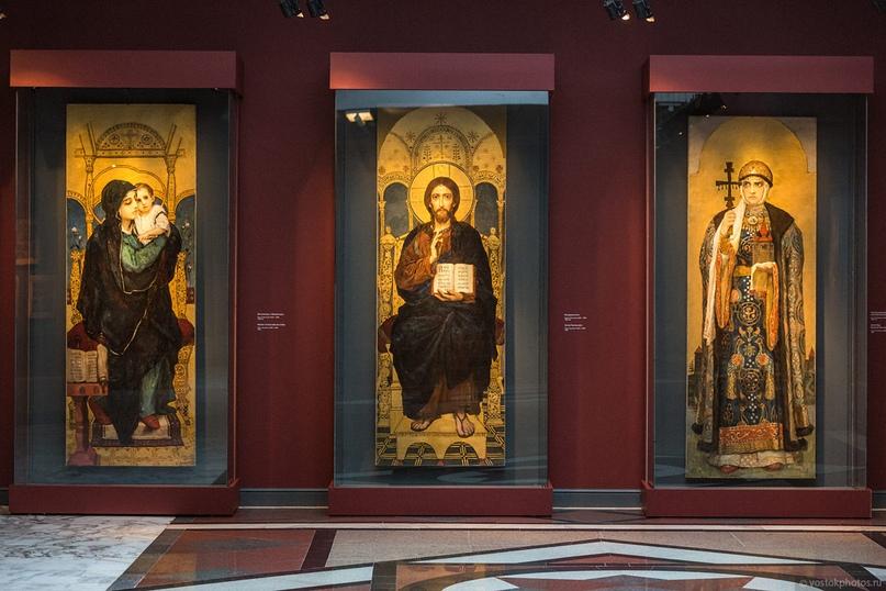 Сотрудники Кинокомпании «Союз Маринс Групп» посетили храм Христа Спасителя, изображение №2