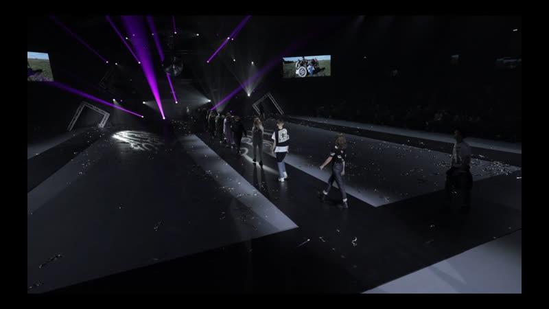 Brand Fashion show. Seven Stars wear
