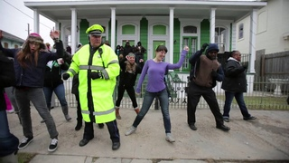 """Police officer who """"Wobbles"""" adds """"Cupid Shuffle"""" to his Mardi Gras repertoire during Zulu parade"""