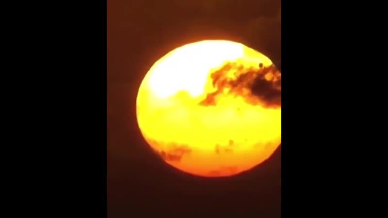 Прохождение Венеры по диску Солнца Последний раз это было в 2012 году и не повторится вплоть до 2117 года
