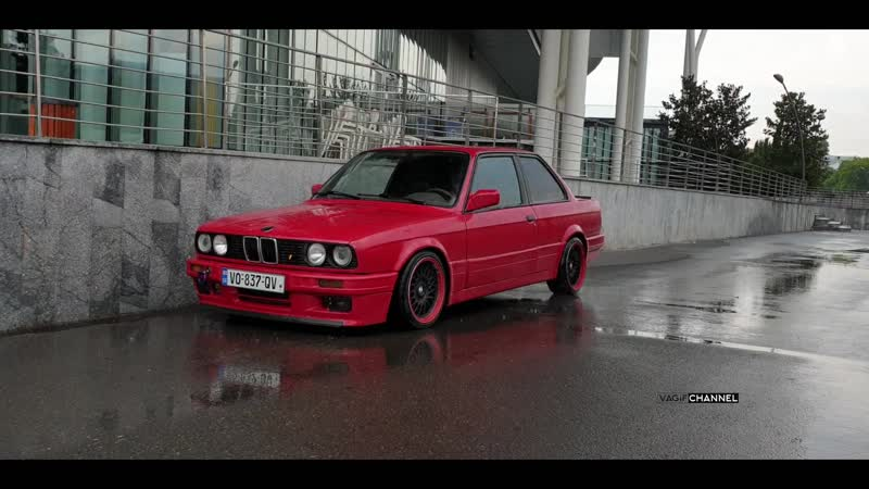 BMW E30 video from photo shoots from the side as it looke
