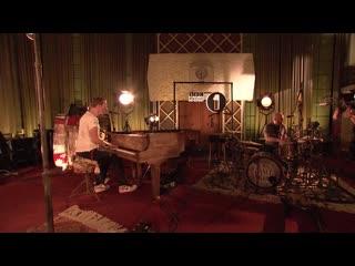 Coldplay исполнили кавер на композицию Gypsy Woman Record