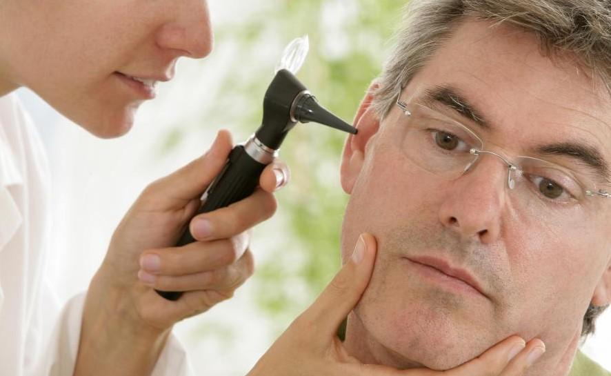Лор-врачи фокусируются на ухе, носу и горле.