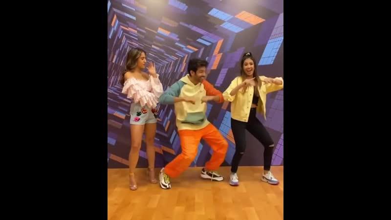 Картик и блогер Ашна Хегде танцуют под Haan Main Galat
