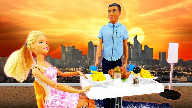 Steven cocina en la casa de Barbie. Las aventuras de Barbie en español. Vídeos de Barbies para jugar