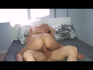 Постановка - муж снимает как жена пришла в спальню к гостю и заставила её трахнуть. Кто бы отказался