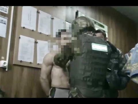 Боец ОСН и сотрудники ИК 4 Белгородского УФСИН избивают заключённого закованного в наручники Пытки