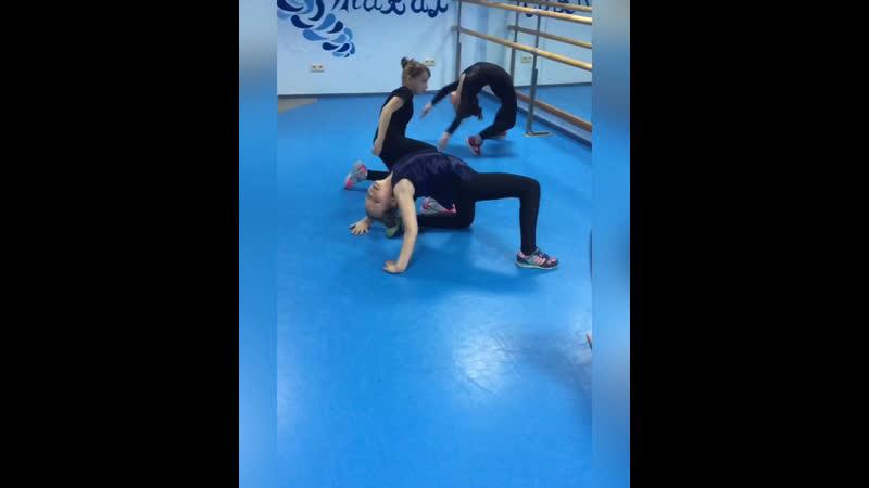 Акробатическая разминка🤸🏽♀️у старшей группы