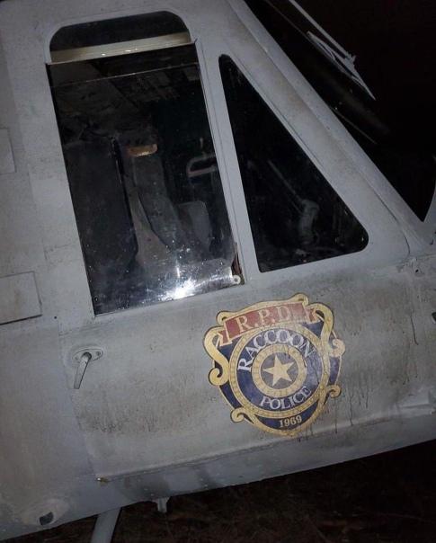 Особняк Спенсеров и вертолет S.T.A.R.S. на новых фото со съемок экранизации Resident Evil