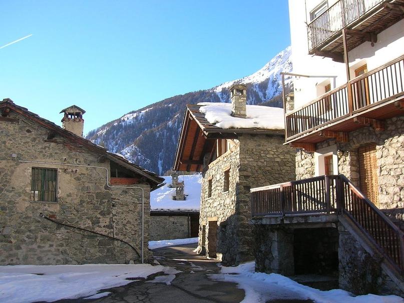 Еще одна итальянская деревня начала продавать дома по 1 евро. На этот раз в Альпах