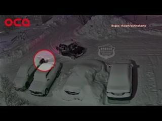 В Ачинске неизвестные сливают из авто бензин