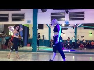 Stephanie Lucero y Mayra Ramirez DJ Alejandro Bach(480P).mp4
