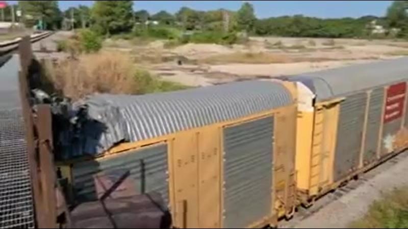 МОСТ ГЛУПОСТИ ВЫ ДУМАЛИ ТАКОЕ МОГЛО СЛУЧИТЬСЯ ТОЛЬКО В РОССИИ В США поезд с новыми тачками
