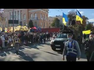 В центре Киева проходит марш УПА ко Дню защитника Украины. - - Сами взгляните на отличия о.mp4