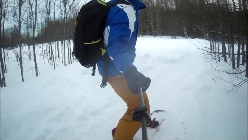 23 февраля в шортах и футболке на сноуборде