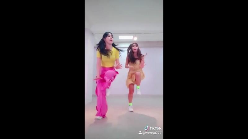 TikTok Dance SEVENTEEN (세븐틴) Left Right challenge Waveya 웨이브야
