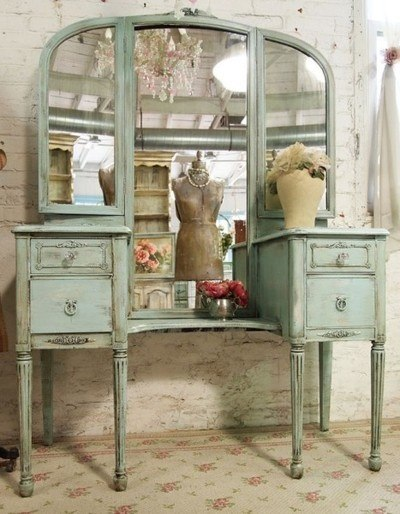 painted vintage vanity - 750×1000
