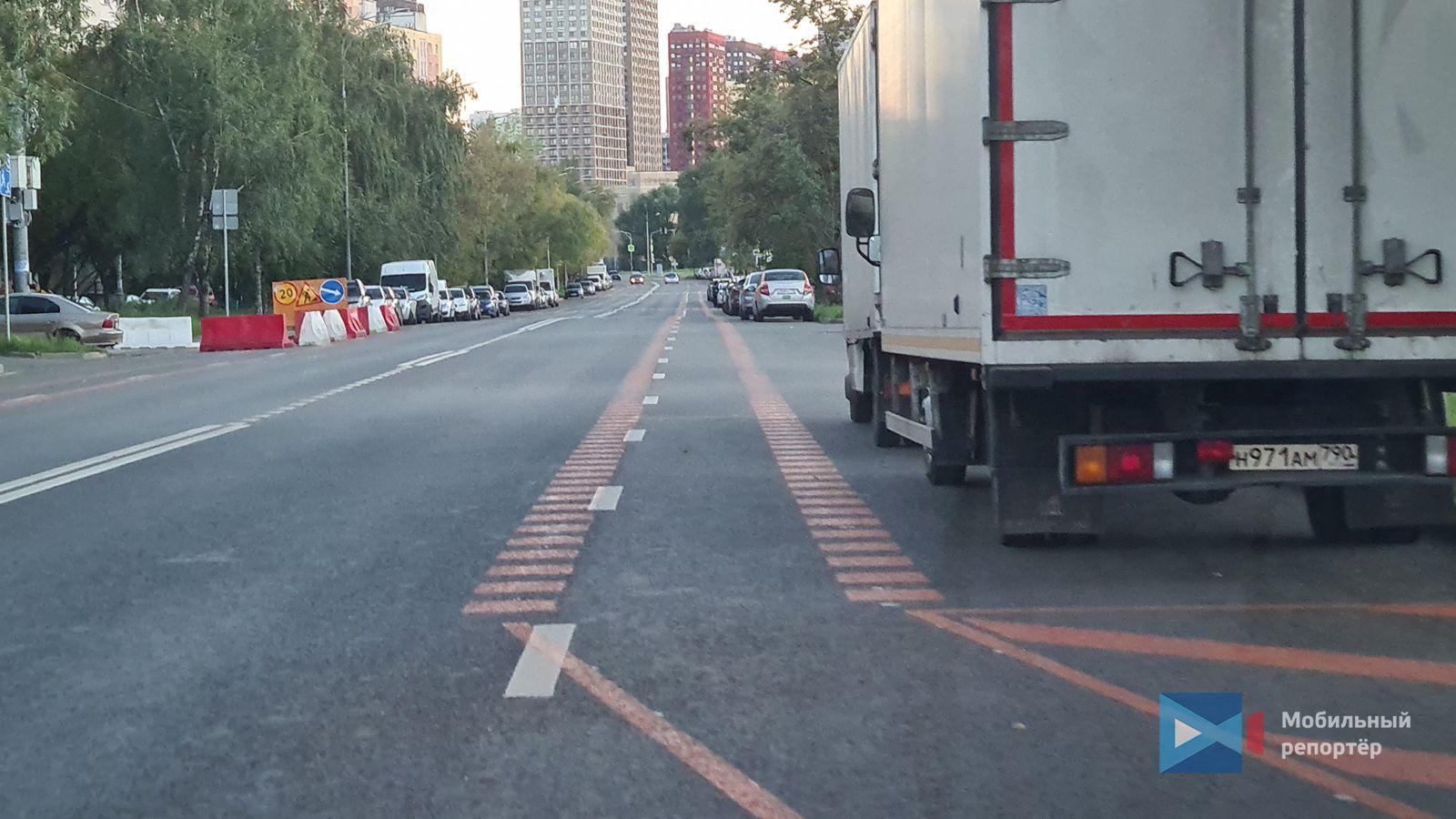 Временные велополосы появились на проезжей части улиц района Марьино на юго-востоке Москвы.
