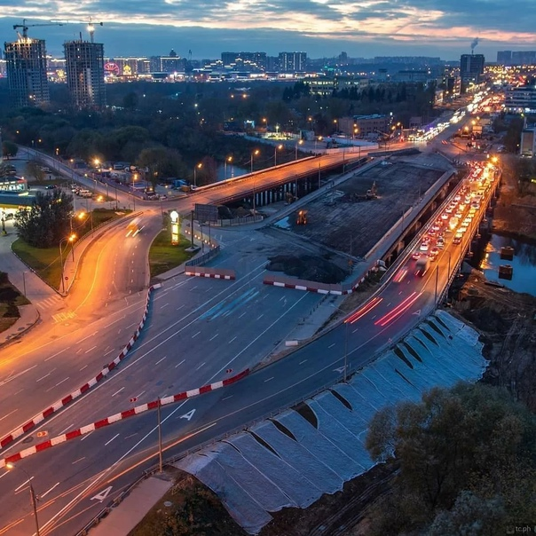 Строительство автомобильного моста через реку Сход...