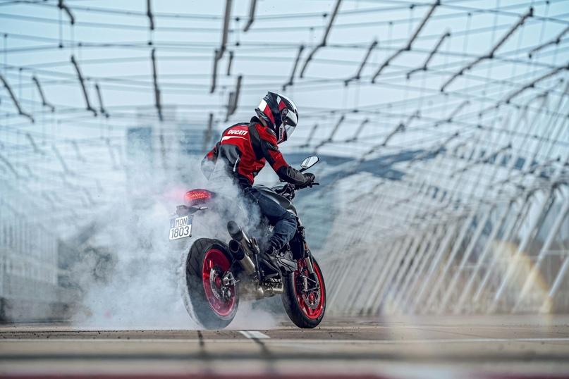 Фотографии мотоцикла Ducati Monster 2021 (Часть 1)