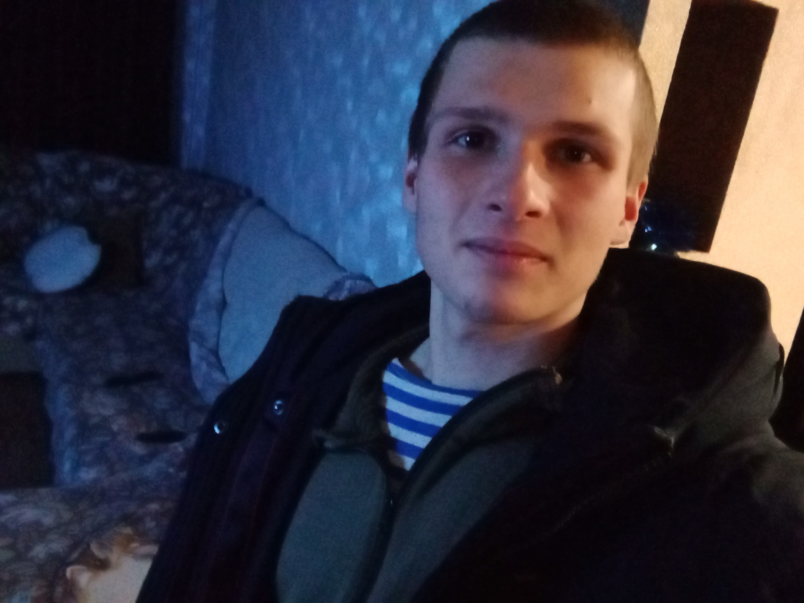 Антон, 21, Komarovo