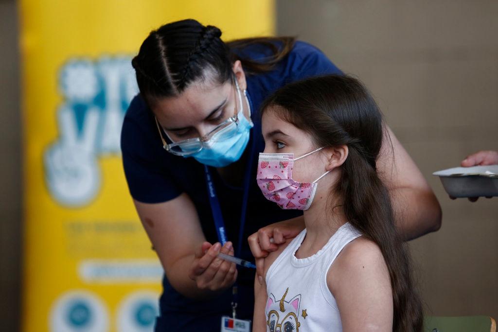 Вакцинация подростков в России не начнется через 2 недели