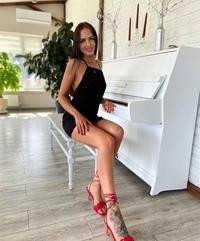 Лена Лесневская
