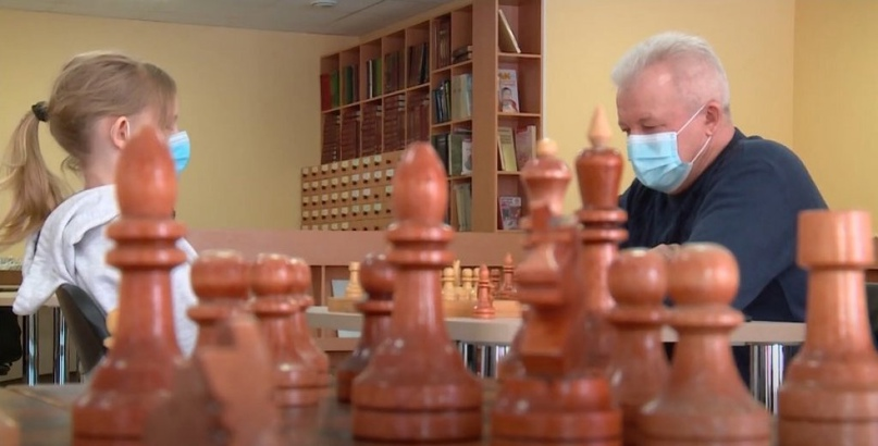 Школьники не уступили ветеранам в шахматном турнире