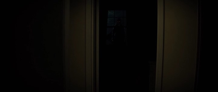 ... Выключил свет — монстр за твоей спиной.