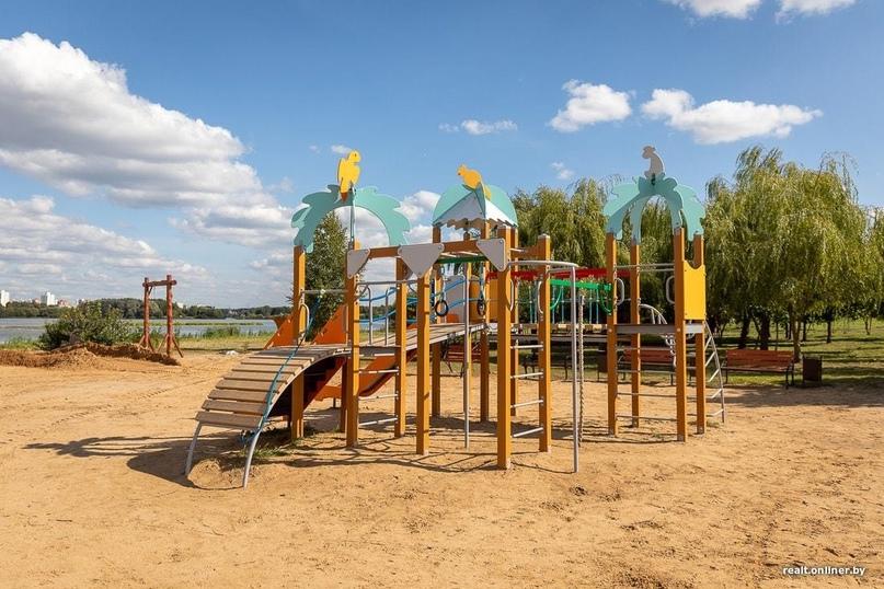 Площадка «Жара» открылась осенью и у водоема, где нельзя купаться. Спросили у авторов, почему так