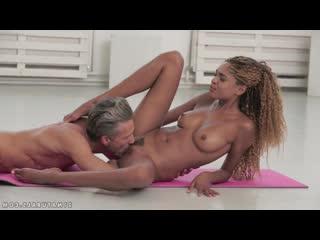 красвое нежное порно с Luna Corazon, минет кунилингус нежный секс мулатки