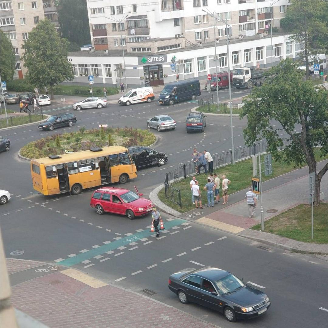 В Бресте столкнулись автобус и легковушка. Пострадавших нет
