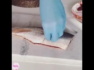 Хороший способ, как быстро чистить рыбу