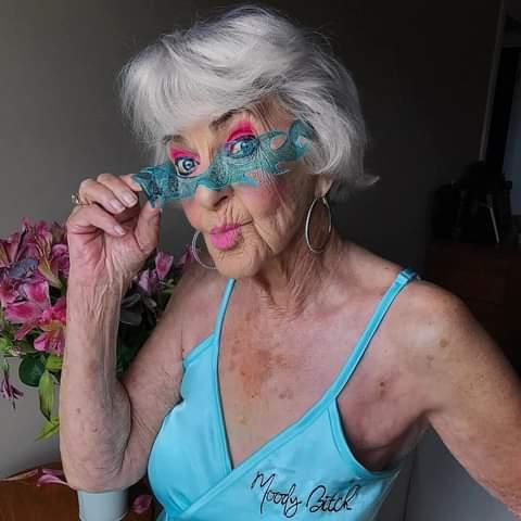 РАССКАЗ МОЛОДОГО КАРДИОЛОГА... Покорена сегодня чуть больше, чем полностью.Два часа ночи. Поступает бабушка. Пароксизм фибрилляции предсердий. Выясняется, что она врач-рентгенолог. Думаю: «О