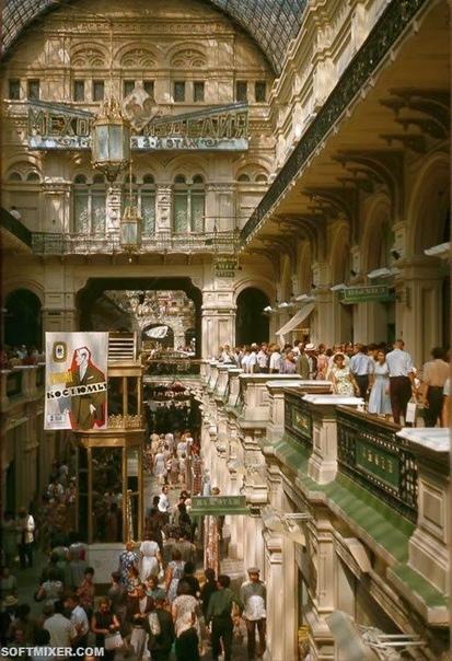 ИСТОРИЯ ГУМ. Один из самых больших в Европе универсальных магазинов занимает целый квартал, а его главный фасад выходит на Красную площадь. Нынешнее здание было построено в псевдорусском стиле