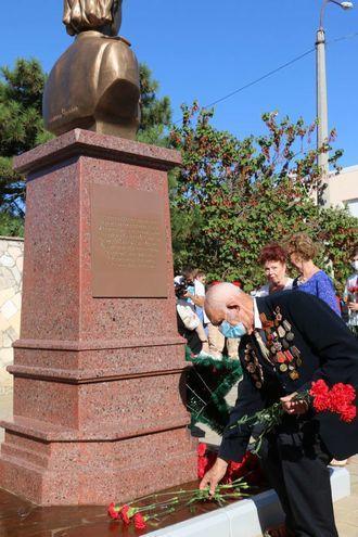 Кинокомпания «Союз Маринс Групп» выступила партнёром открытия памятника единственной женщины Героя Советского Союза, изображение №3
